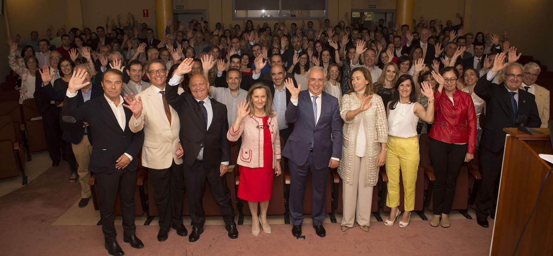 Colegio Oficial de Medicos de La Rioja. Logrono Festividad del Perpetuo Socorro. Foto de familia con autoridades, colegiados y otros asistentes 27 junio 2016 COMLR